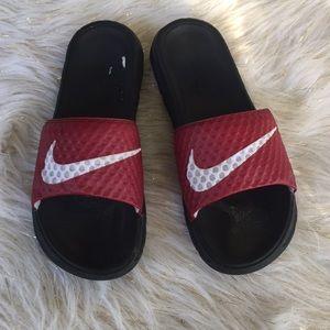 Nike flip flops size 8 Burgundy